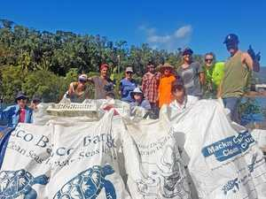 Volunteers clean up beaches after cyclone