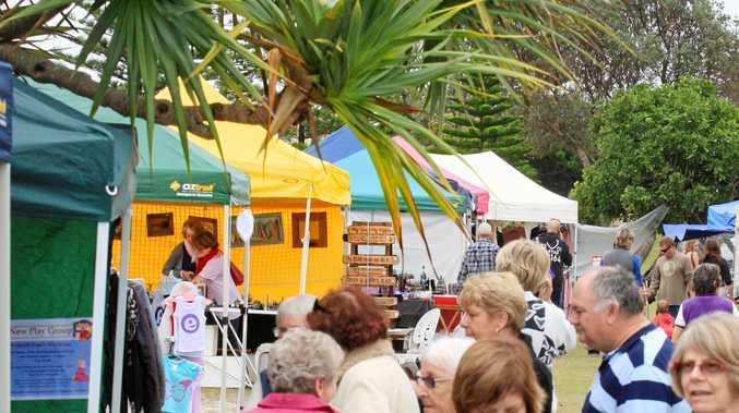 Kingscliff Markets Marine Parade parklands  Photo Blainey Woodham / Tweed Daily News TWE270811kingymarket