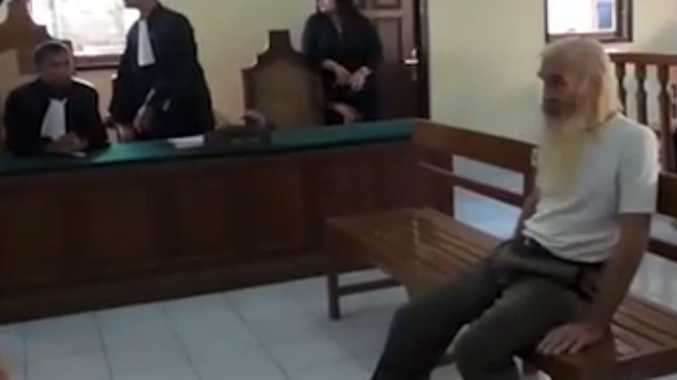 Alleged paedophile Robert Ellis at his Denpasar court hearing today