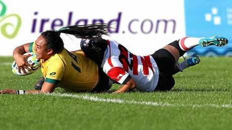 Nareta Marsters of Australia scores a try. Photo:Getty Images