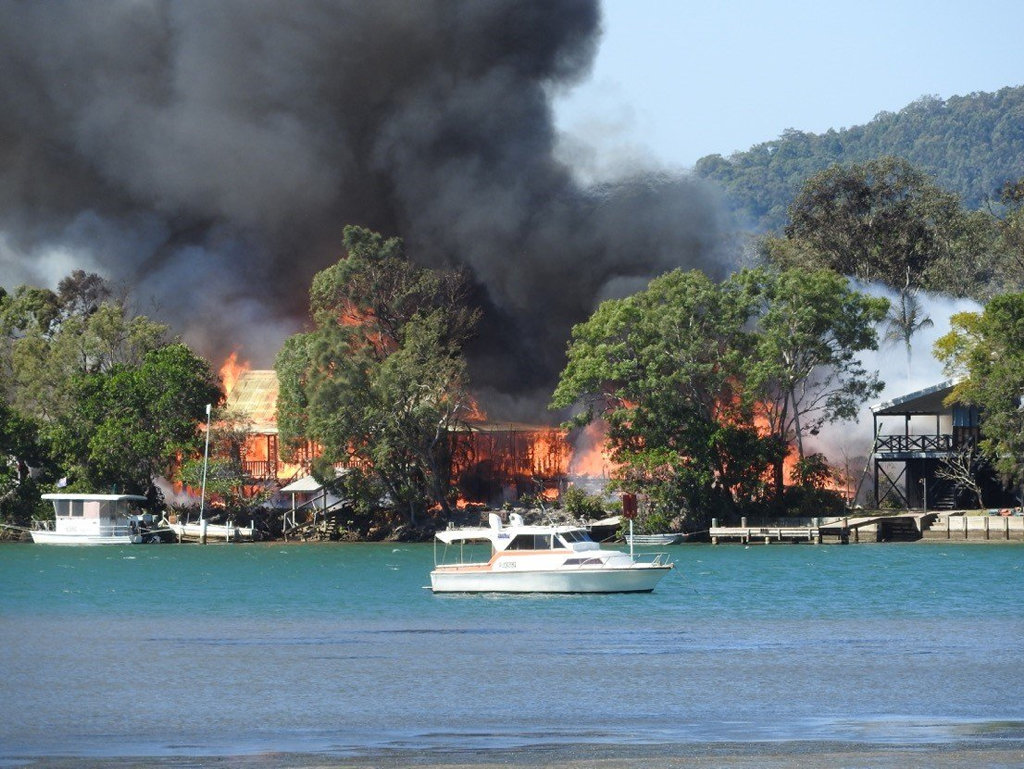 A fire at Noosa North Shore has destroyed three houses and damaged two others.