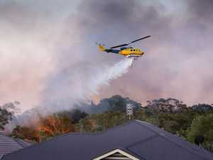 Fire crews battle bushfire, Sunshine Motorway closed