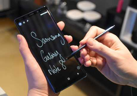 The Samsung Galaxy Note 8 can generate animated handwritten notes.