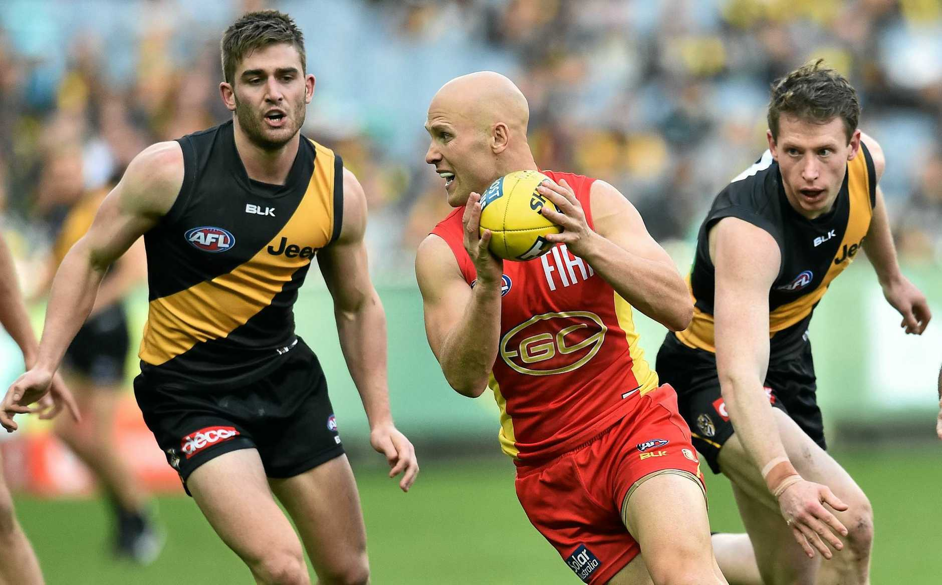 Gary Ablett of the Suns (centre) and Anthony Miles (left) and Dylan Grimes of the Tigers contest during the round 12 AFL match between the Richmond Tigers and the Gold Coast Suns at the MCG in Melbourne, Sunday, June 12, 2016. (AAP Image/Julian Smith) NO ARCHIVING, EDITORIAL USE ONLY