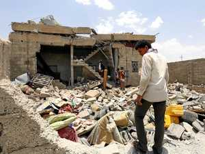 Saudi keeps up airstrikes - killing 60 in Yemen