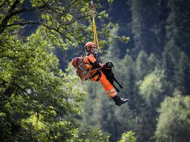 Rescue search for 8 caught in Swiss landslide
