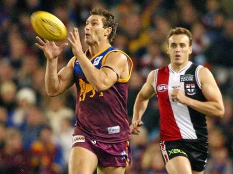 Alastair Lynch marks on a lead