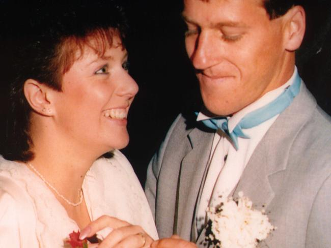 Kathleen Folbigg's wedding to Craig Folbigg (right), who discovered her diary entries which pointed to her guilt.