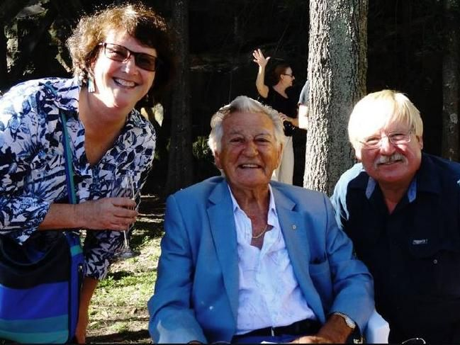 Melissa (left) and Thor Beowulf (right) with former Australian Prime Minister Bob Hawke.