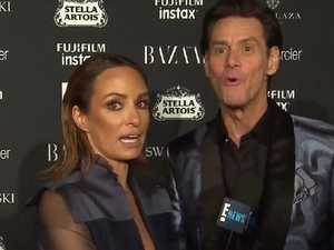 Jim Carrey gives very weird red carpet interview