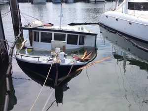 VIDEO: Boat sinks at Ballina trawler harbour