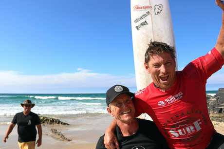 Dean Bevan takes out the 0/35 Australian Longboard Title at Cabarita, cheered on by Surfing Qld general manager Alan Biggs.