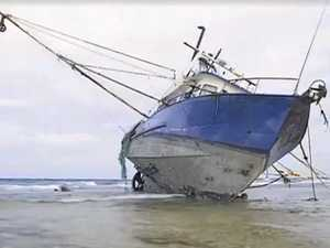 Fishing trawler runs aground on Lady Musgrave Island