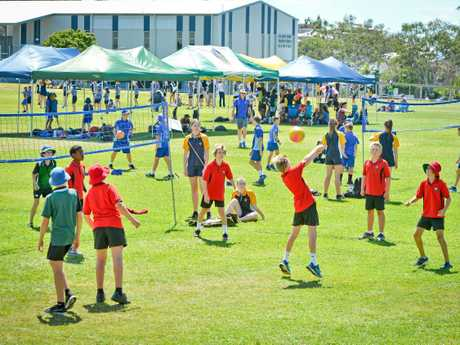 Boyne Island State School 's Will Raffin is right in the game.Volleyball 7th Primary Schools Cup.