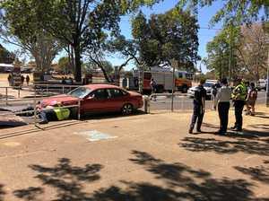 Single vehicle crash blocks part of Kent St