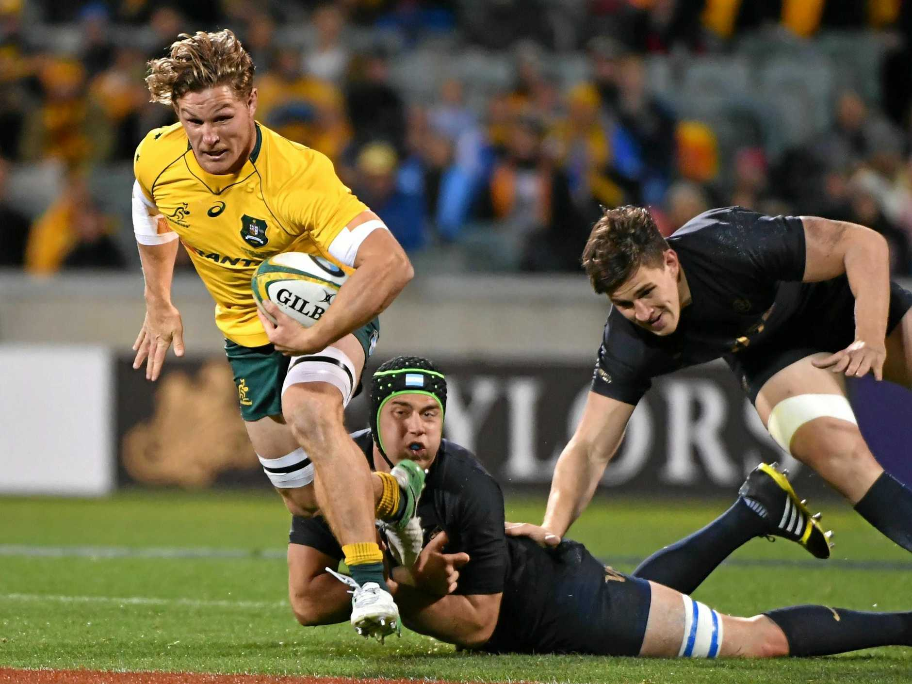 Michael Hooper of the Wallabies makes a break during the Rugby Championship match between the Australian Wallabies and the Argentina Pumas at GIO in Canberra, Saturday, September 16, 2017. (AAP Image/Mick Tsikas) NO ARCHIVING, EDITORIAL USE ONLY