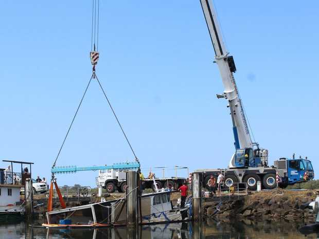 A boat which sunk at the Ballina trawler harbour last week is being raised.