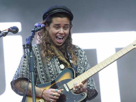 Tash Sultana plays the main stage at Splendour in the Grass 2017.
