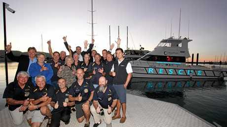 Back: Mal Priday (VMR), Jason Costigan MP, Ron Petterson (WRC) Keith Williams, CEO VMR Queensland; Centre: David Paddon Rotary Whitsunday President, Linda Baxter Whitsunday Lions President, Adrian Bram (VMR), Jan Clifford (WRC), Roger Wodson, Tom Manning, Ray Lewis (VMR), Paul Darruzet, Luke McCaul (APM); Front: Norm Fraser, Norbert Gross, Alan Corney, Stuart Applegate, Geoff Fitzsimmons (VMR), alongside the new rescue boat Abell Point Marina VMR1.