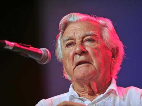 Bob Hawke answers questions at a previous Woodford Folk Festival.