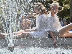 Keeping cool Lara Piovesana and Lucy Ribbie Queens