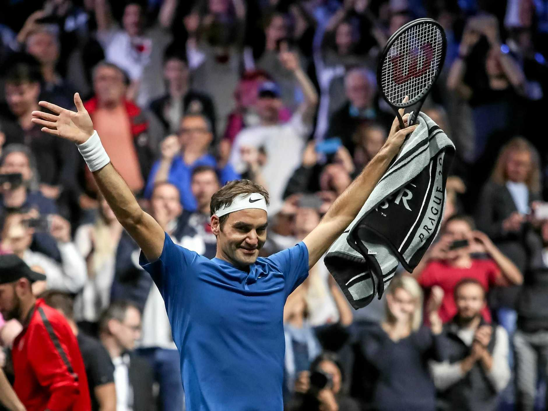 epa06224864 Switzerland's Roger Federer of the Team Europe celebrates after winning his match against Australia's Nick Kyrgios of the Team World during the Laver Cup tennis tournament in Prague, Czech Republic, 24 September 2017.  EPA/MARTIN DIVISEK