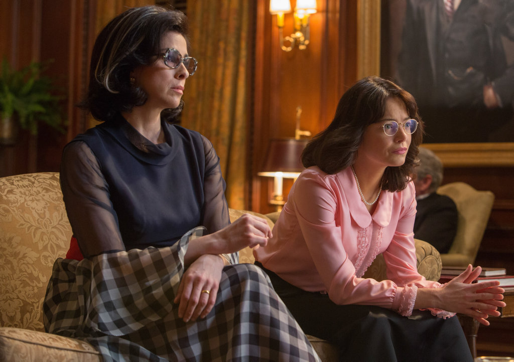 Sarah Silverman and Emma Stone in a scene from Battle of the Sexes.