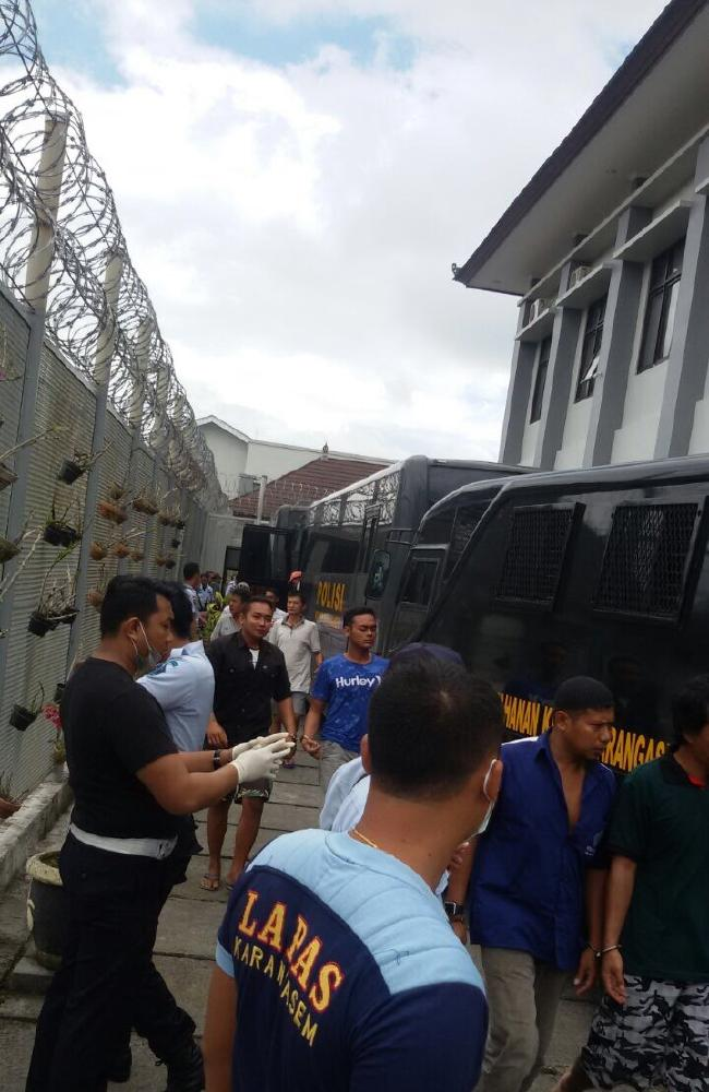 Prisoners from Karangasem jail arriving at the Bangli jail today after being evacuated because of the Mount Agung volcano.Source:Supplied