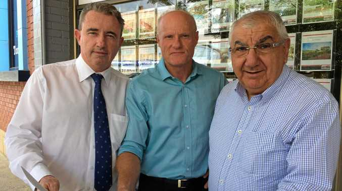 Federal Page MP Kevin Hogan, Lismore Chamber of Commerce vice president Andrew Gordon, and Lismore MP Thomas George have launched a petition in favour of the Lismore Shopping Square expansion.