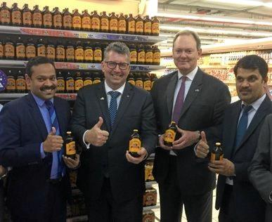 BUNDY FLAVOUR: Keith Pitt and Saudi Ambassador Ralph King with Lulu Hypermarket's Rafeek YM and Saleem VK inspecting Bundaberg Brewed Drinks at their Saudi supermarket.