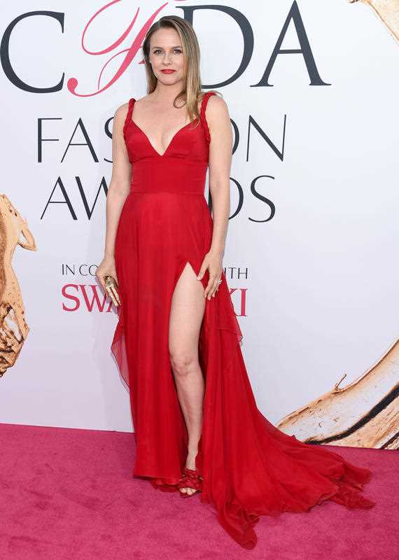 Alicia Silverstone arrives at the CFDA Fashion Awards at the Hammerstein Ballroom on Monday, June 6, 2016, in New York.