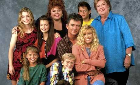 STEP BY STEP, (back l-r): Stacy Keanan, Angela Watson, Patrika Darbo, Patrick Duffy, Brandon Call, Peggy Rea, (front l-r): Christine Lakin, Christopher Castile, Suzanne Somers, Josh Byrne.