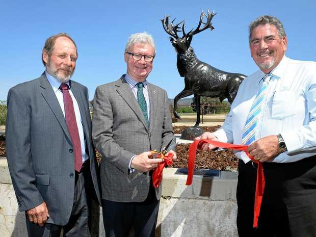 HISTORIC: Christopher McConnel, Governor of Queensland Paul de Jersey AC and Somerset Graeme Lehmann unveil the plaque.