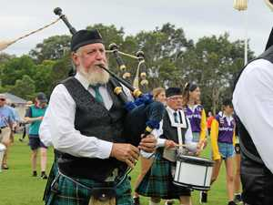 Sound the pipes, Scots are coming