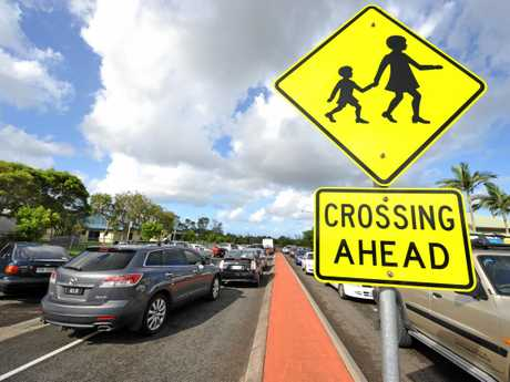 The Chancellor Park School drop off and pick-up zone gets incredibly crowded as school finishes, leading plain clothes police officers to patrol the area. Photo: Iain Curry / Sunshine Coast Daily
