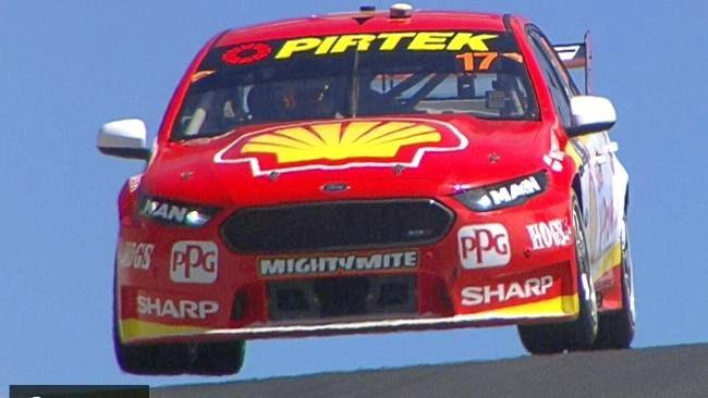 Scott McLaughlin on his way to breaking the lap record at bathurst.