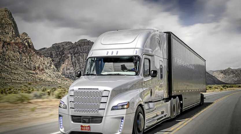 AUTONOMY AHEAD: An autonomous Freightliner semi-trailer on trials in the USA.