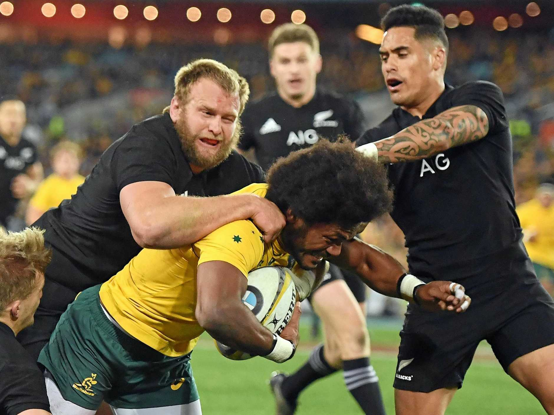 Henry Speight is tackled by Damian McKenzie and Joe Moody