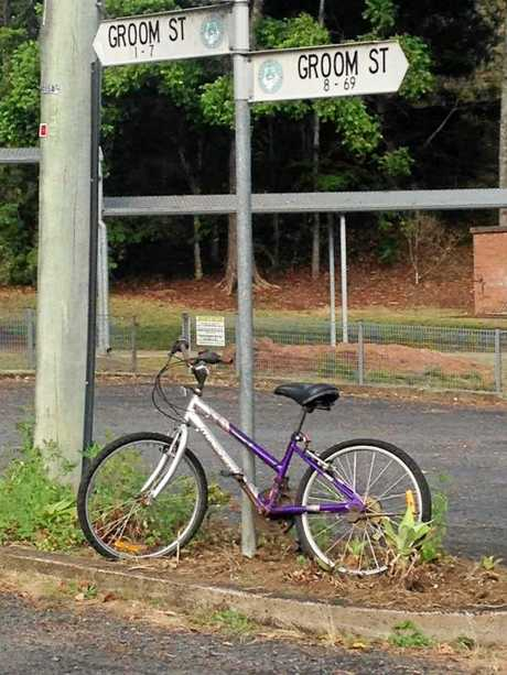 This is the second bike to be placed at Groom St in Kyogle waiting to be decked out in colourful wool when it was removed by Kyogle Council.