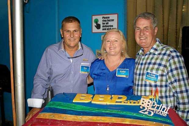 BB Print proprietors Gary Bye and Kathy Farren-Price join Mayor Greg Williamson to cut the company's 25th anniversary cake.