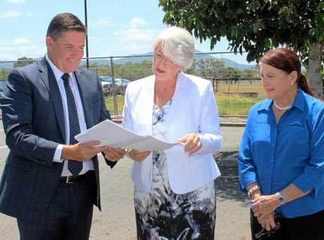 ALDI Property director Brendan Geary, Mayor Strelow and Cr Ellen Smith announce new Rockhampton ALDI stores.
