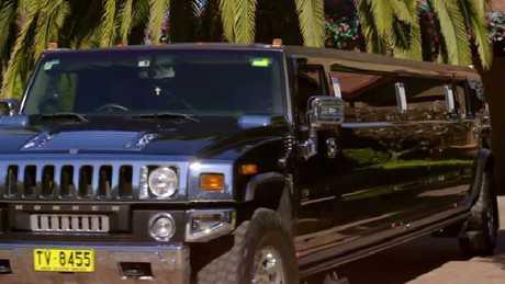 Duh, limo Hummer.