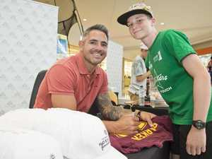 Crowds meet Corey Parker