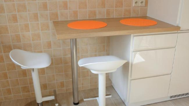 A university student has sent the internet into hysterics — with his bizarre request about the kitchen's swivel stools.Source:Supplied