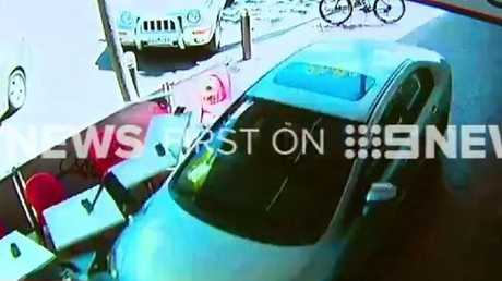 2017-10-16 16_22_29-Nine News Melbourne on Twitter_ _A child is among six people taken to hospital a.jpg