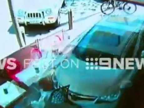 2017-10-16 16_14_14-Nine News Melbourne on Twitter_ _A child is among six people taken to hospital a.jpg