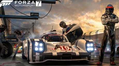 Forza_7_Pit_Crew_4K.jpg