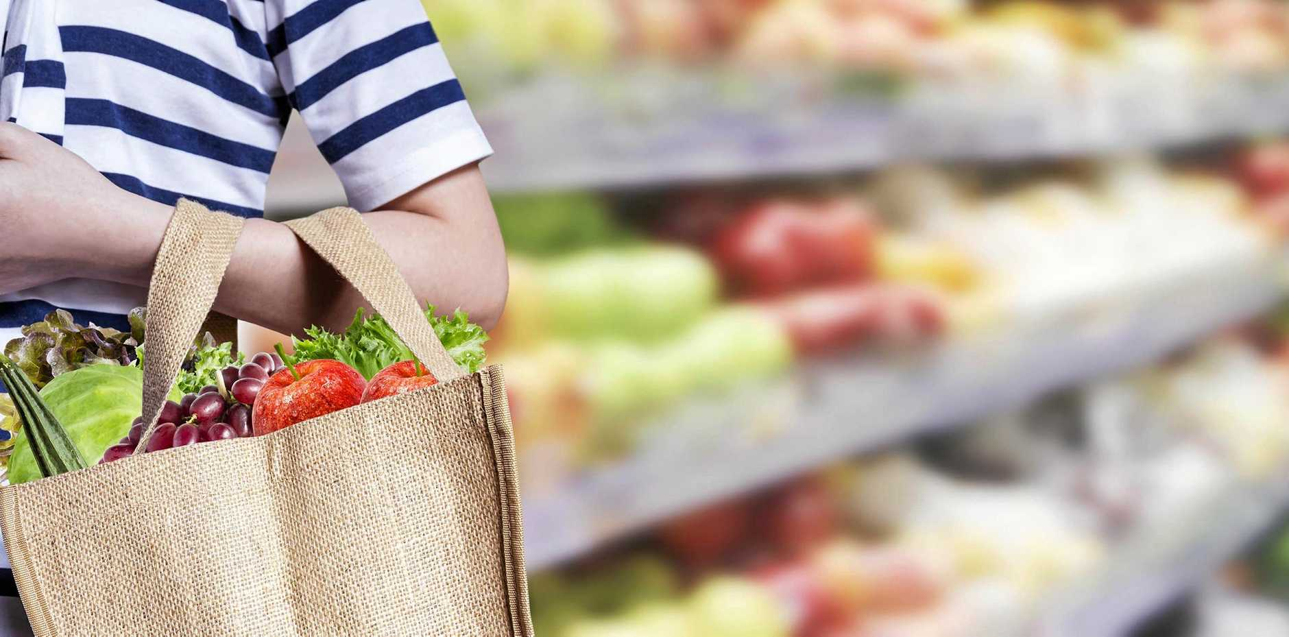 Alternatives to plastic shopping bags include cardboard boxes and reusable shopping bags.