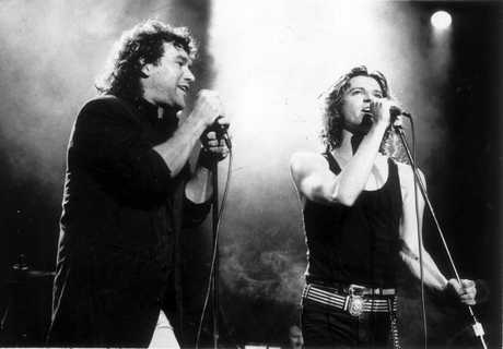 Aust rock singer Jimmy Barnes (L) singing with Michael Hutchence (R) December 11, 1980.