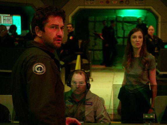 Gerard Butler and Alexandra Maria Lara in a scene from Geostorm.